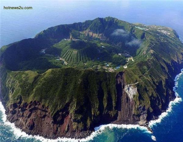 ĐảoAogoshimavốn là một miệng núi lửa lớn.