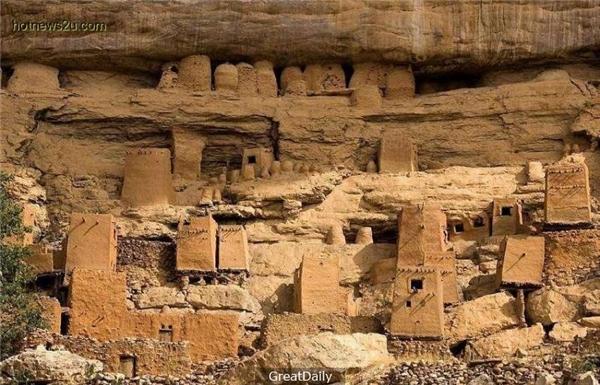 Vách đá Bandiagaralà một trong những vách đá hùng vĩ nhất Châu Phi.