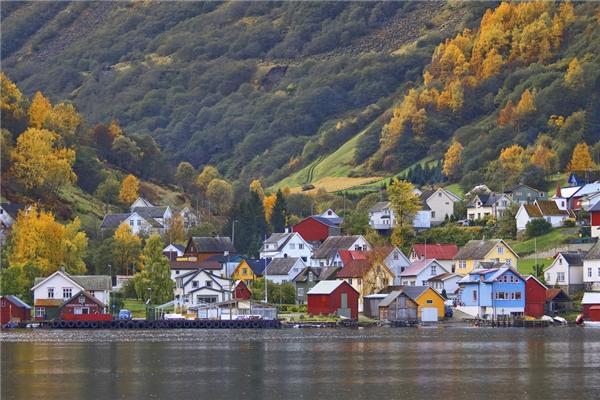 Thiên nhiên nơi đây vô cùng tươi đẹp và sinh động, thu hút một lượng lớn khách du lịch ghé đến mỗi năm.
