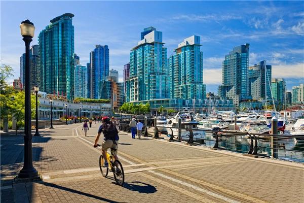 6.Vancouver, Canada. Thành phố lớn thứ ba Canada với địa thế có biển và núi, tuyết và đại dương, được mệnh danh là thành phố hấp dẫn và quyến rũ của đất nước Lá Phong này.