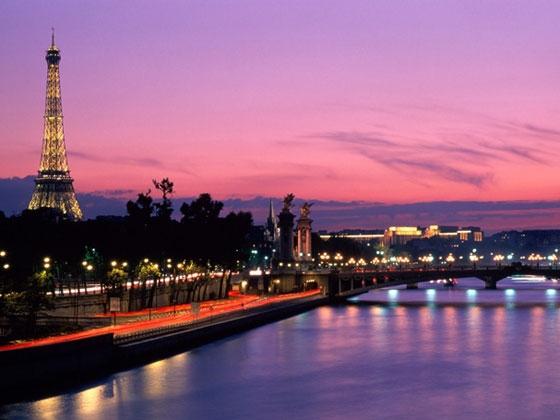11.Paris, Pháp. Thủđô nước Phápnổi tiếng với những công trình kiến trúc, tượng đài… tráng lệ và lãng mạn. Những kiến trúc độc đáo ở Paris có thể kể đếnnhư: Tháp Eiffel, dòng sông Seine thơ mộng, Nhà thờ Đức Bà Paris cổ kính…