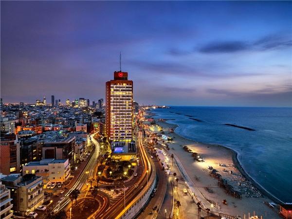 """17.Tel Aviv, Israel.Hiện đại, sầm uất, có cuộc sống đắt đỏ vào bậc nhất ở Trung Đông, thành phố nằm bên bờ Địa Trung Hải Tel Aviv của Israel hay còn gọi là """"New York của phương Đông"""" từng đứng thứ 3 trong số 10 thành phố đáng đến nhất năm 2011."""
