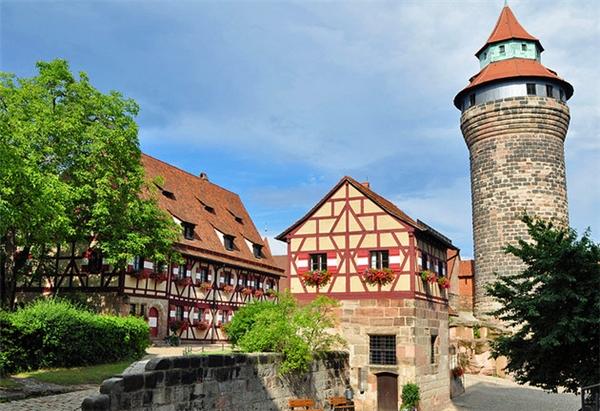 19.Nuremberg, Đức.Nằm ở phía bắc bang Bayern của nước Đức, thành phố Nuremberg đã trải qua bao đau thương trong chiến tranh để ngày nay trở thành một đô thị hòa bình.