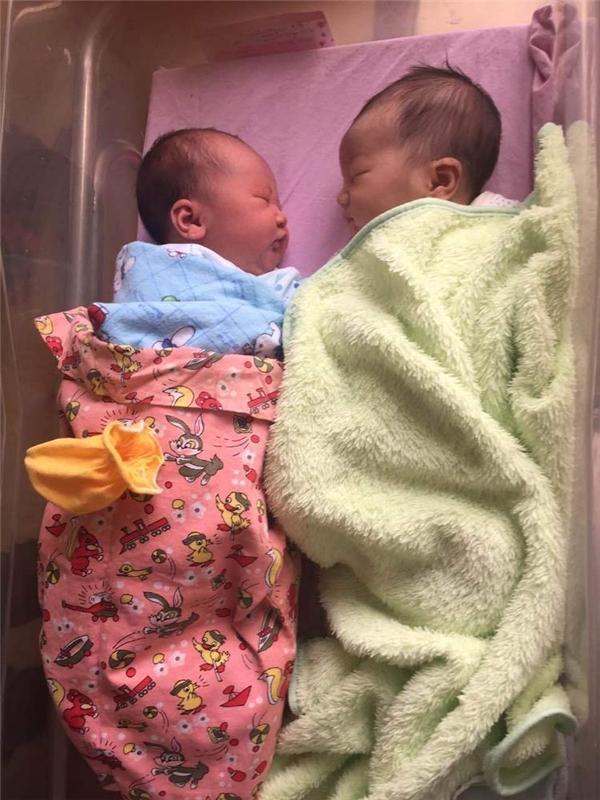 Cả hai em bé cùng có cân nặng là 3,3kg.