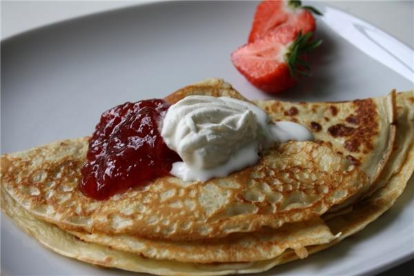 Thụy Điển:Pannkakor là loại bánh điểm tâm đặc trưng ở Thụy Điển. Đó là một loại bánh mỏng, nướng cả hai mặt, hơi giống bánh crepe, được dùng kèm với mứt hoa quả.