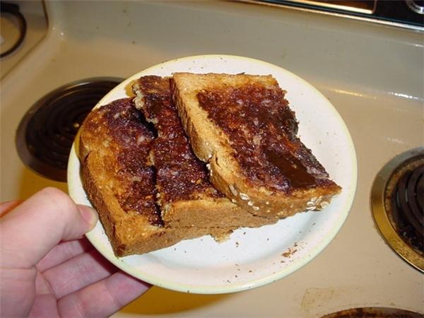Australia: Người dân Australia cực kì ưa chuộng Vegemite (một loại thực phẩm đóng hộp nổi tiếng của Australia được sản xuất từ năm 1922).Bữa ăn sáng điển hình của xứ sở chuột túi bao gồm ngũ cốc, bánh mì nướng phết Vegemite.