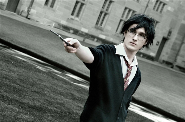 Trở thành học sinh trường Hogwarts trong một ngày cùng Thiên Bình.(Ảnh: Internet)