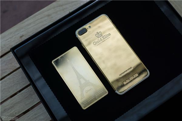 Mặt sau iPhone 7 Plus mạ vàng. Chất liệu vàng sử dụng là vàng 24K, đây là phiên bản giới hạn. (Ảnh: tinhte)