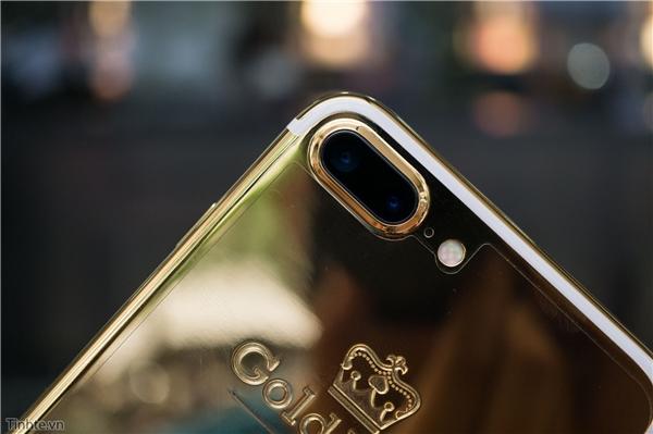 Khung viền camera cũng được mạ vàng. (Ảnh: tinhte)