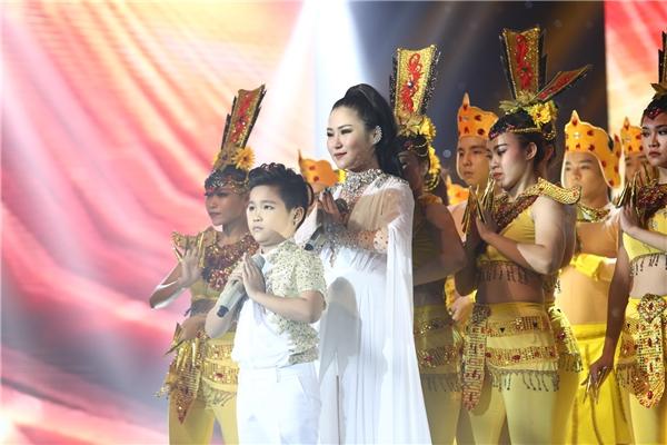 Đặc biêt Nhật Minh còn nhảy Popping khiến người xem vô cùng thích thú. - Tin sao Viet - Tin tuc sao Viet - Scandal sao Viet - Tin tuc cua Sao - Tin cua Sao