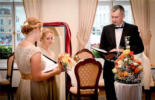 """Sốc trước sự thật về lễ cưới """"không chú rể"""" tại Estonia"""