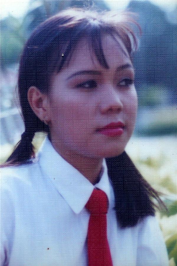  Việt Hương thuở nhỏ với mái tóc chấm vai quen thuộc. - Tin sao Viet - Tin tuc sao Viet - Scandal sao Viet - Tin tuc cua Sao - Tin cua Sao