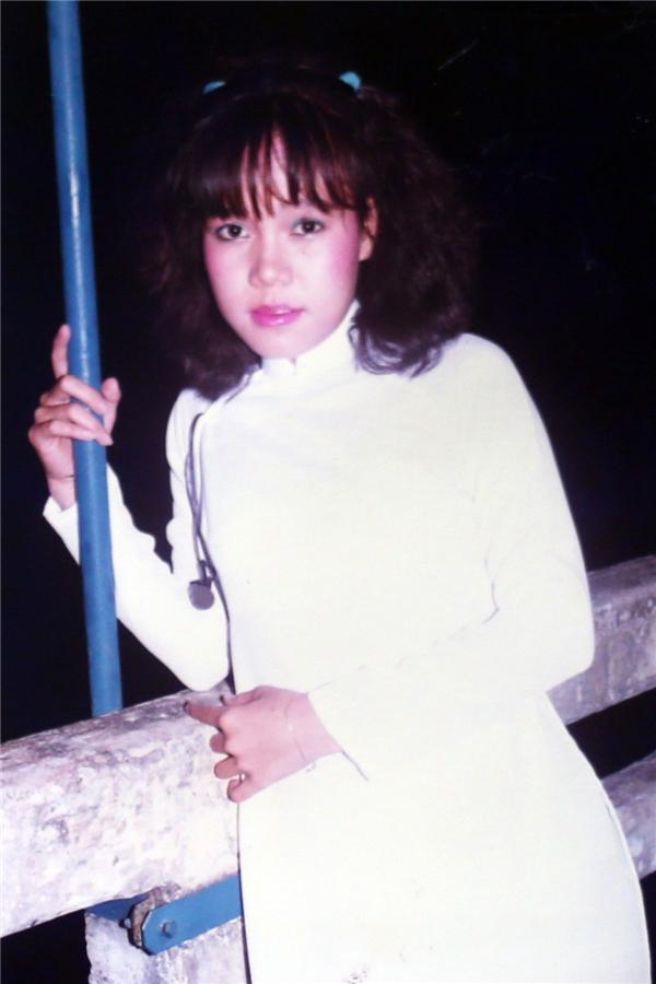 Nữ danh hài thướt tha trong tà áo dài trắng ngày còn đi học. - Tin sao Viet - Tin tuc sao Viet - Scandal sao Viet - Tin tuc cua Sao - Tin cua Sao
