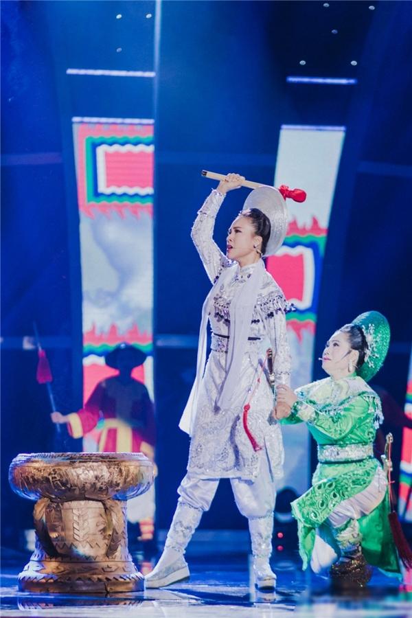 Hoàng Oanh gây xúc động mạnh khi tái diễn vở Tiếng trống Mê Linh - Tin sao Viet - Tin tuc sao Viet - Scandal sao Viet - Tin tuc cua Sao - Tin cua Sao