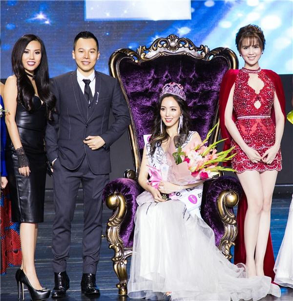 Ngọc Trinh, Khắc Tiệp chụp ảnh lưu niệm cùng tân Hoa hậu Hàn Quốc 2016.
