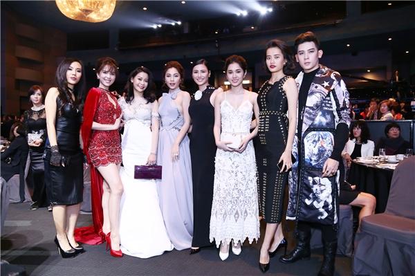 Chuyến đi này của Ngọc Trinh còn có sự góp mặt của Quỳnh Thư, Kim Chi, Tường Vy, Minh Trung.