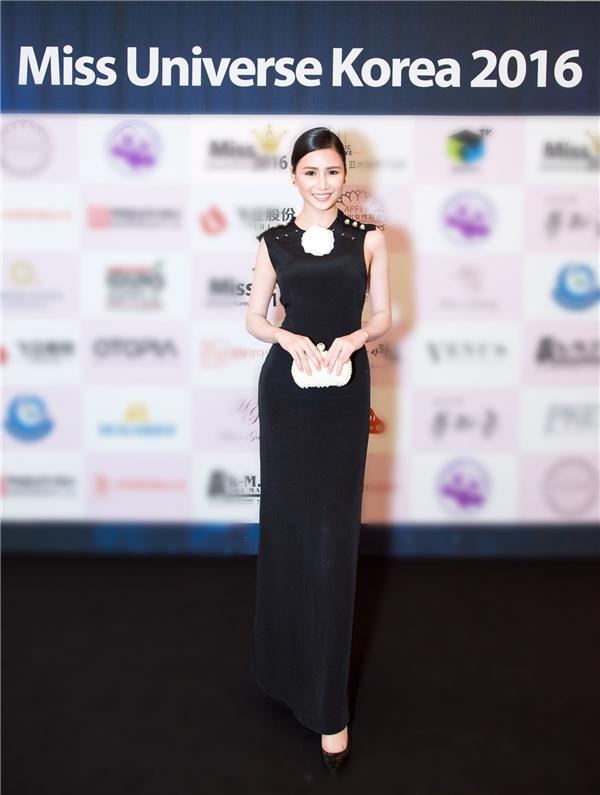 Ngọc Trinh đẹp lấn át Hoa hậu Hàn Quốc, Trung Quốc
