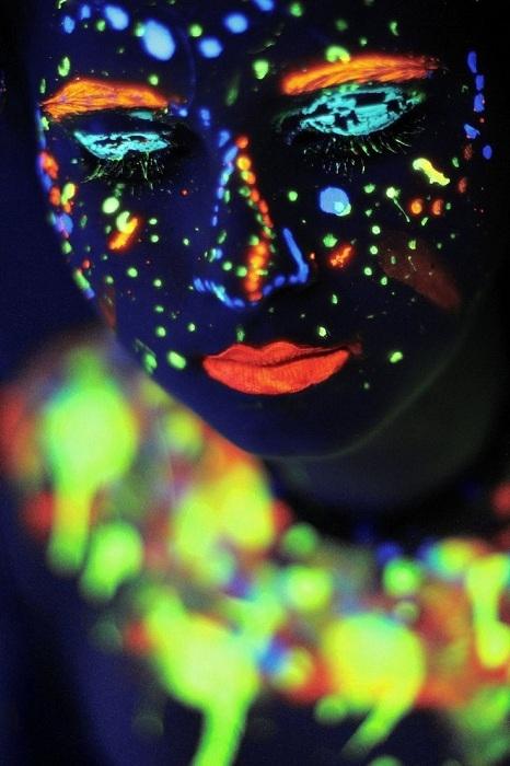 Neon painting - trào lưu vẽ chắc chắn hút giới trẻ nhất Halloween này! - Tin sao Viet - Tin tuc sao Viet - Scandal sao Viet - Tin tuc cua Sao - Tin cua Sao