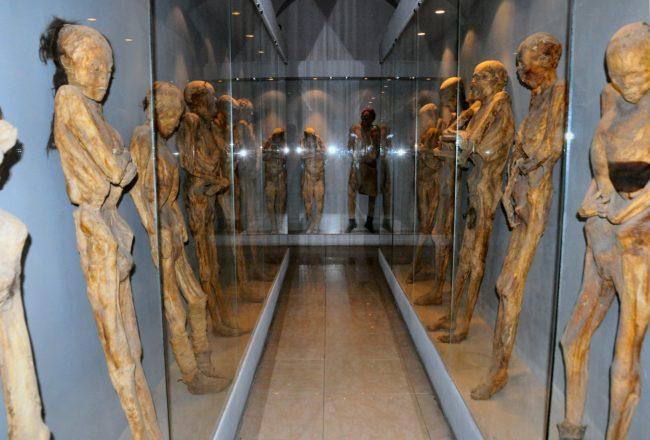 Xác ướp không chỉ có ở Ai Cập mà ởGuanajuato, Mexico cũng có những xác ướp đặc biệt không kém.(Ảnh: Viral Nova)