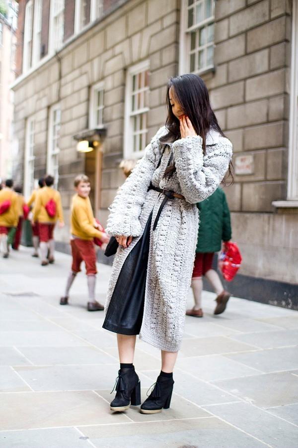 Dây thắt lưng khiến trang phục trở nên mới lạ hơn, bớt nhàm chán.