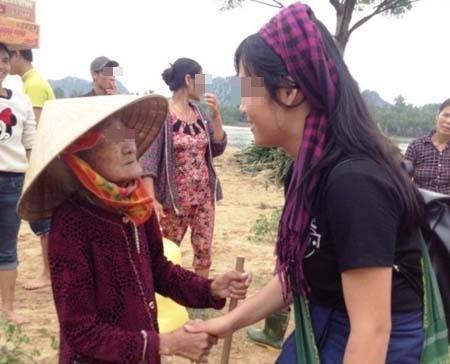 Sự ra đi của Thu Hương để lại bao niềm thương tiếc cho gia đình, bạn bè và những bà con từng được em giúp đỡ.