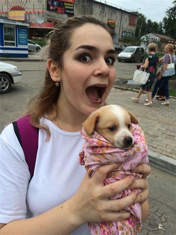 Thiếu nữ Nga bị bắt vì tra tấn chó mèo rồi tung ảnh lên mạng