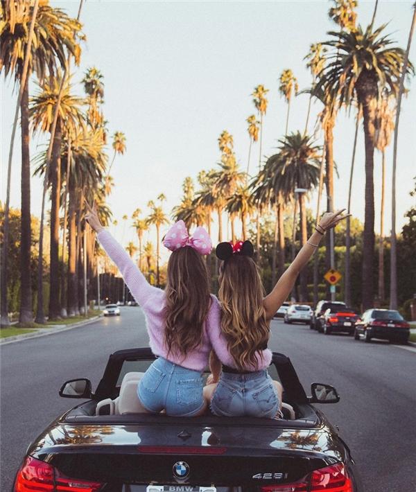 Không chỉ là đôi bạn thân được người người ngưỡng mộ, hai cô gái này còn cùng xuất hiện trong nhiều shoot ảnh nghệ thuật của các nhiếp ảnh gia nổi tiếng trên Instagram.