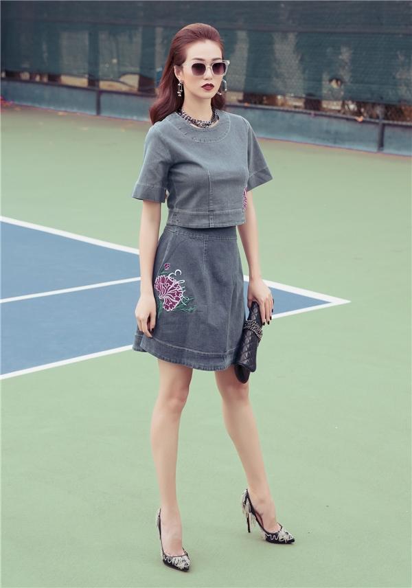 Mặc đẹp cả tuần với trang phục denim như Khánh My