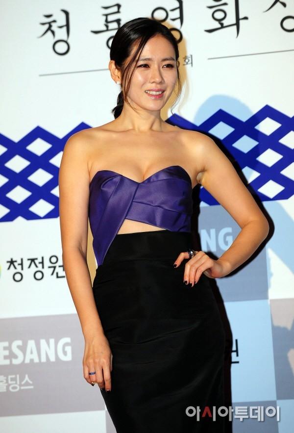 Tuy nhiên, càng trưởng thành, Son Ye Jin càng khiến người hâm mộ phải ngỡ ngàng trước style gợi cảm và quyến rũ của bản thân.