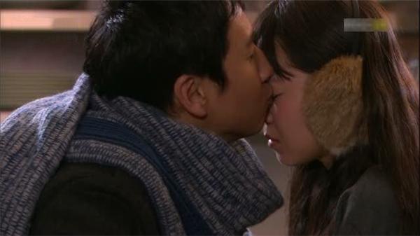 Hôn lên mắt đã hiếm nhưng một khi đã hôn rồi thì tình yêu rất sâu đậm.