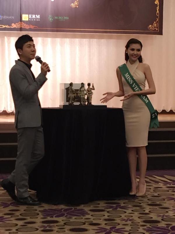 Trước đêm chung kết, các thí sinh tham gia buổi đấu giá từ thiện và cũng là buổi tiệc chia tay. Ngọc Duyên mang đến cuộc thi bức tượng 3 cô gái Việt Nam chơi đàn dân tộcvà đãbán gây quỹ từ thiệnđược với giá 300.000 won.