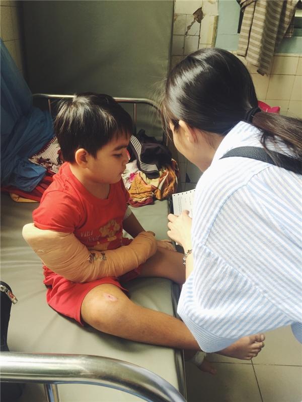 Hiền Thục đưa mẹ đi làm từ thiện bằng tiền bán đồ cũ - Tin sao Viet - Tin tuc sao Viet - Scandal sao Viet - Tin tuc cua Sao - Tin cua Sao