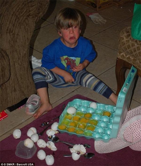 Con thật ngoan vì con đã giúp mẹ xử lí hết khay trứng này rồi. (Ảnh: Internet)