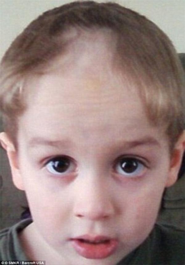 """""""Con cũng có thể tự cắt tóc mà. Chỉ là mẹ không thấy đẹp thôi."""" (Ảnh: Internet)"""