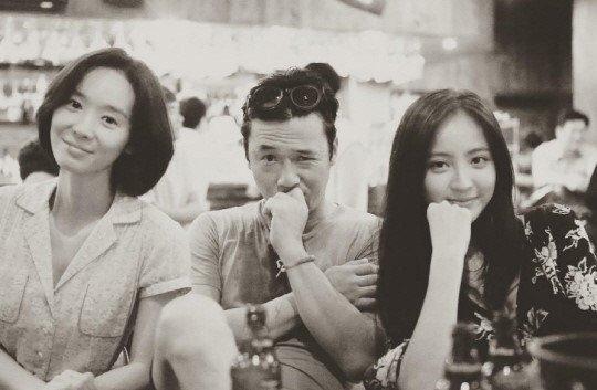 """Park Bo Gum khó chịu một cách đáng yêu khi bị fan """"sàm sỡ"""""""