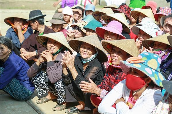 Sao Việt tiếp tục tiếp sức cho bà con miền Trung hồi sinh sau lũ - Tin sao Viet - Tin tuc sao Viet - Scandal sao Viet - Tin tuc cua Sao - Tin cua Sao