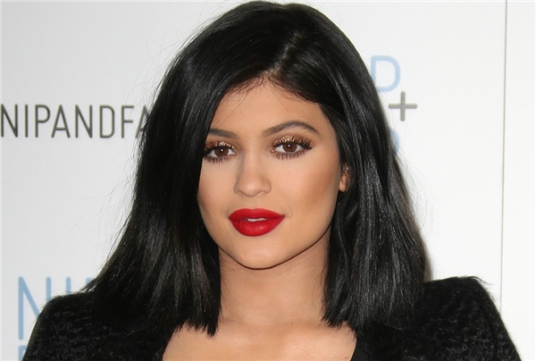 Kylie bị đánh giá là có ảnh hưởng không tốt đến giới trẻ thế giới.