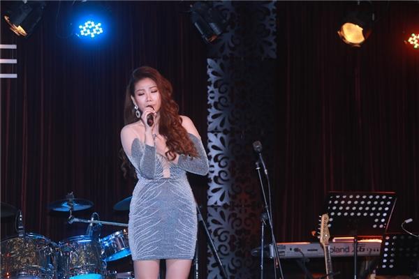Với album, CD Vol.1, Huỳnh Mi tiếp tục khai thác chất giọng trầm ấm, tình cảm bằng việc thể hiện những bản ballad sâu lắng, nhiều cảm xúc.