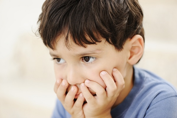 Hơn ai hết, những đứa trẻ tự kỉ cần được quan tâm và yêu thương rất nhiều.(Ảnh: Internet)