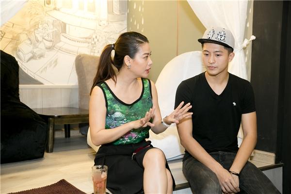 Trương Ngọc Ánh thăm hỏi Harry Lu về bộ phim 4 năm, 2 chàng, 1 tình yêumà anh đóng cùng Midu sắp ra rạp.