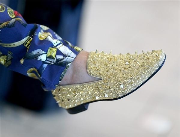 Đôi giày vàng theo đúng nghĩa đen củaTravers Beynon