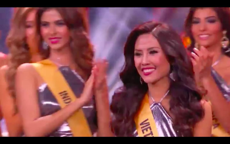 Sau phần đồng diễn, top 20 thí sinh xuất sắc nhất đã được công bố. Không làm phụ lòng người hâm mộ, khán giả quê nhà, Nguyễn Thị Loan chính thức bước tiếp vào vòng thi bikini sau khi được gọi tên ở top 20.