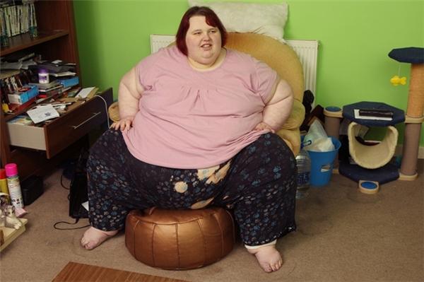 """Georgia Davisnổi tiếng với biệt danh """"Cô nàng béo nhất nước Anh""""."""