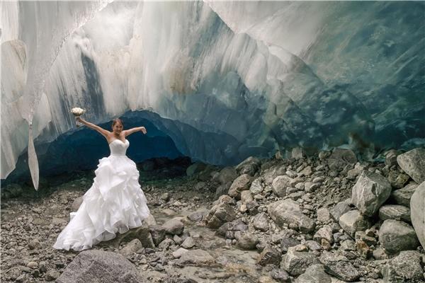 Đôi vợ chồng người Mỹ nổi tiếng vì làm lễ cưới ở hang động băng