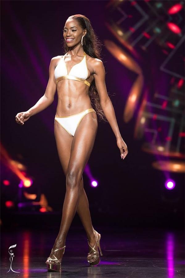 Sau phần thi bikini, thí sinh trình diễn tốt nhất đã được công bố: Bahamas với chiều cao 1m82, thân hình đồng hồ cát cân đối.