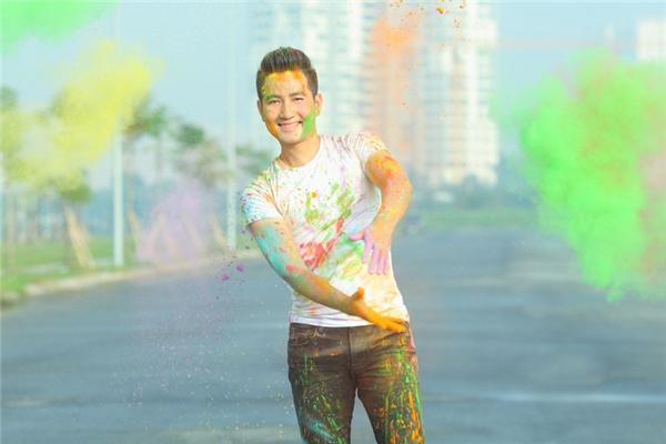 Album lần này của Nguyễn Phi Hùng gồm nhiều mảng màu của âm nhạc, nhiều cung bậc cảm xúc, được liên kết với nhau, dẫn dắt người nghe đi từ không gian tươi trẻ đến những khoảnh khắc sâu lắng, nhẹ nhàng.