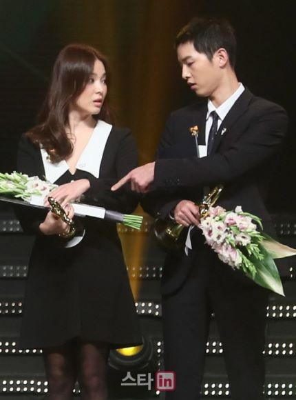 Cặp đôi Song - Song tình cảm trên sân khấu nhận giải thưởng danh dự
