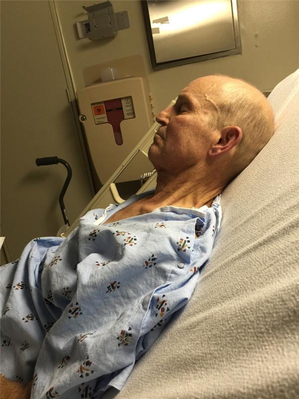 Tấm ảnh chụp người ông chỉ 2 ngày trước khi ông lìa xa trần thế vì căn bệnh ung thư, vào đúng ngày sinh nhật lần thứ 4 của đứa cháu nội duy nhất.