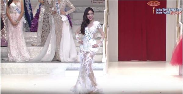 """Phương Linh bất ngờ """"trắng tay"""" tại Miss International 2016"""