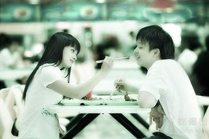 Ngôi trườngĐại học Kiến Trúc Cát Lâm tạitỉnh Hồ Nam cũng ra quy định cấm sinh viênkhông được phép nắm tay, bá vai, đút cho nhau ăn... trong trường.